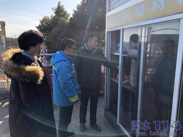 2018.2.13区商务局开展商贸流通企业节前安全检查(改).JPG