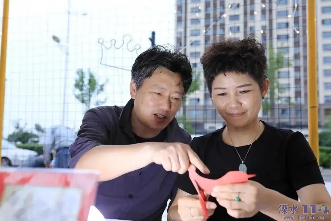 文化人物   巧手剪� �鞒蟹沁z――李氏剪�