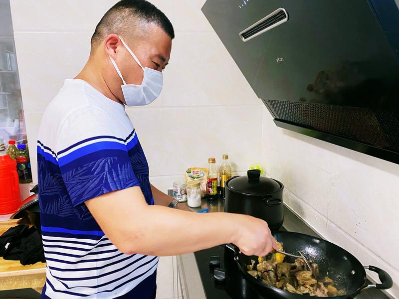 """温暖""""疫""""线!陈卞村村民为医护人员送上爱心餐"""