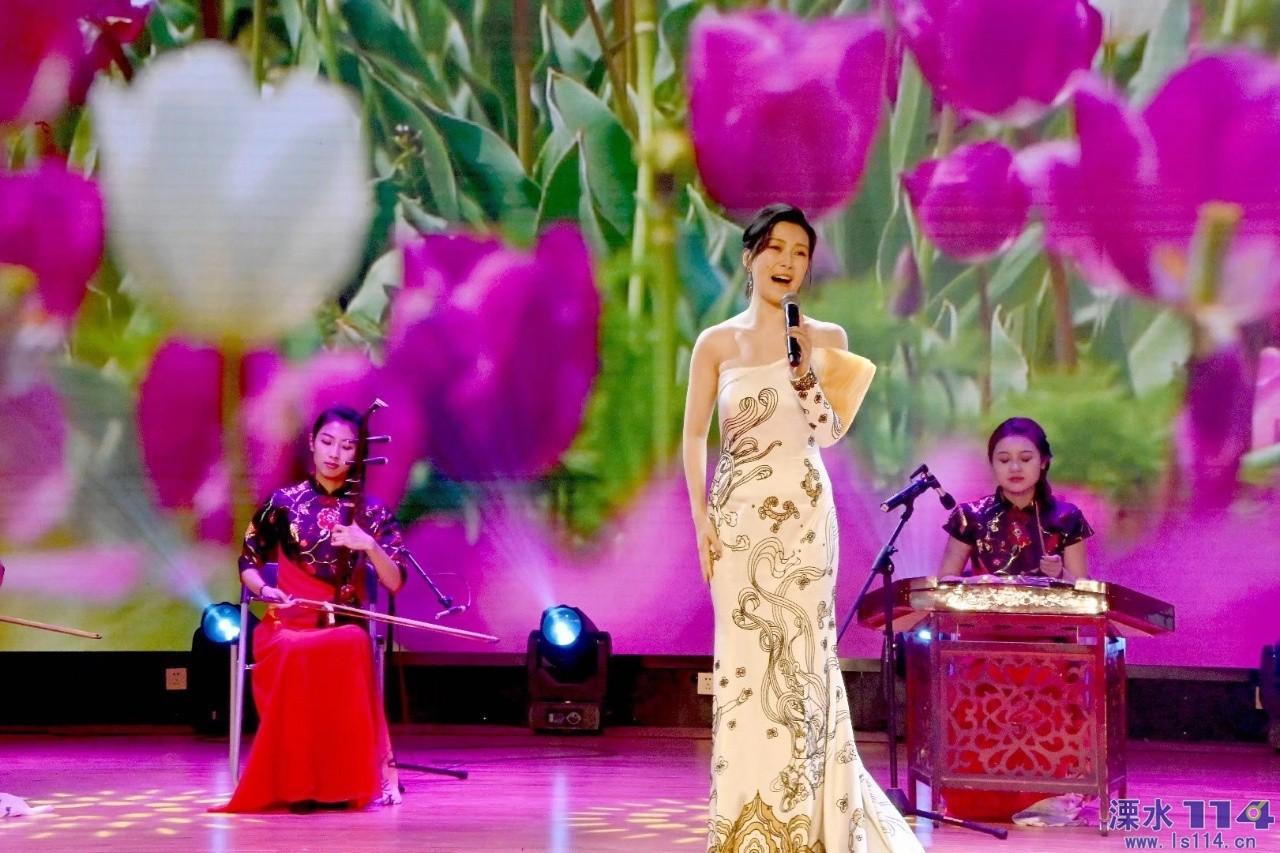 国家著名青年花腔女高音歌唱家常思思